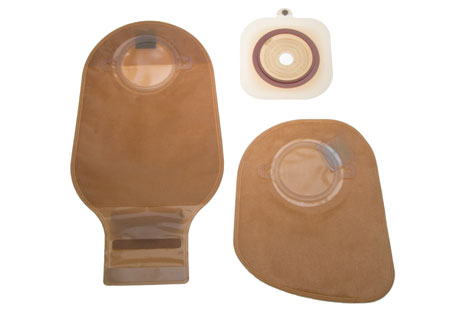 Stoma bags and skin barrier (top right). Photo: www.oncolex.no.